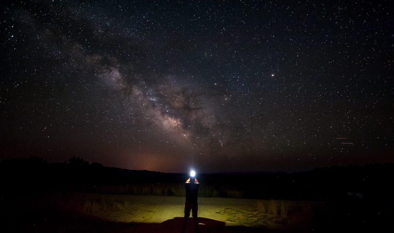 天の川を見上げ、 銀河を考える